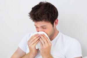 image d'un homme avec un rhume